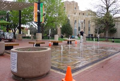 ボルダーダウンタウンの噴水