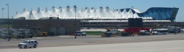 デンバー国際空港外観