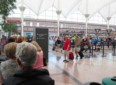 デンバー空港セキュリティーチェックレーン