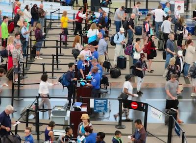 デンバー空港セキュリティーチェック パスポートとチケットの確認