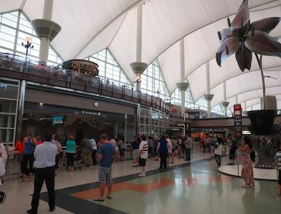 デンバー空港での待ち合わせ アメリカ国内線 経由便