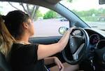 アメリカの高校生 運転 仮免許 15歳